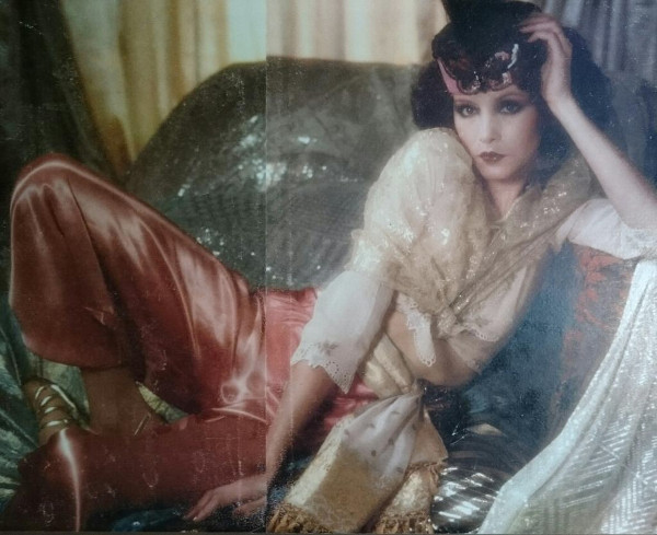 Photographer David Anthony | Make-up Barbara Daly | Hair Ian Robson Ricci Burns | 19 magazine, November 1974 - Christmas issue